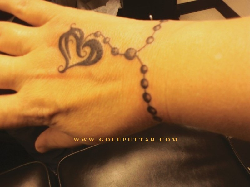 love heart chain on wrist - 82379897946