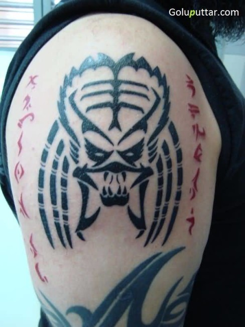 Unique Predator Head Tattoo On Shoulder