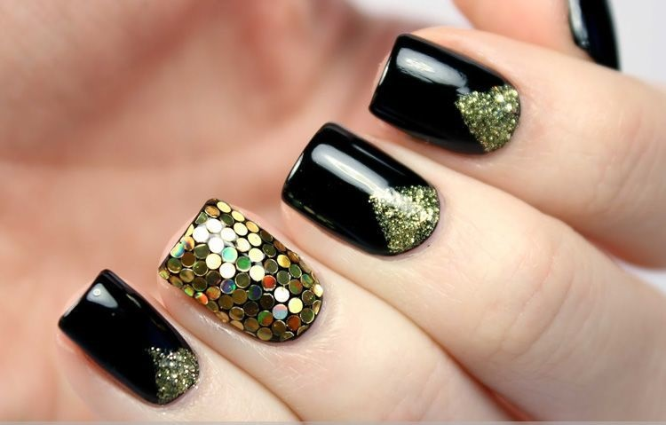 nail art in black color - 42