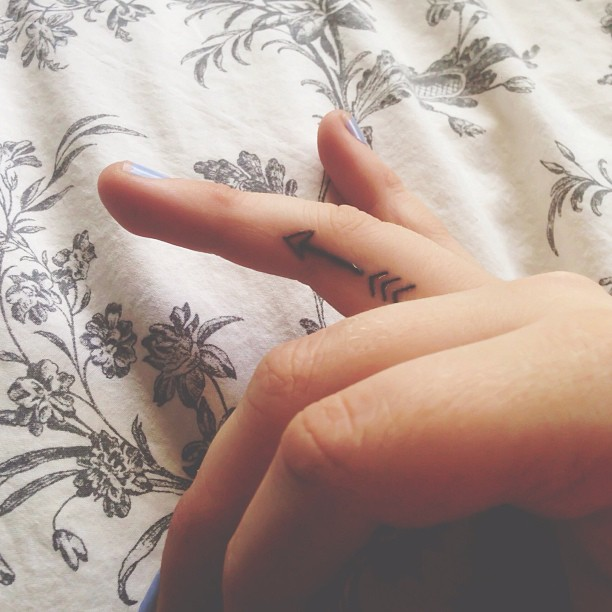 mind blowing arrow tattoo with red heart on ring finger photos and ideas. Black Bedroom Furniture Sets. Home Design Ideas