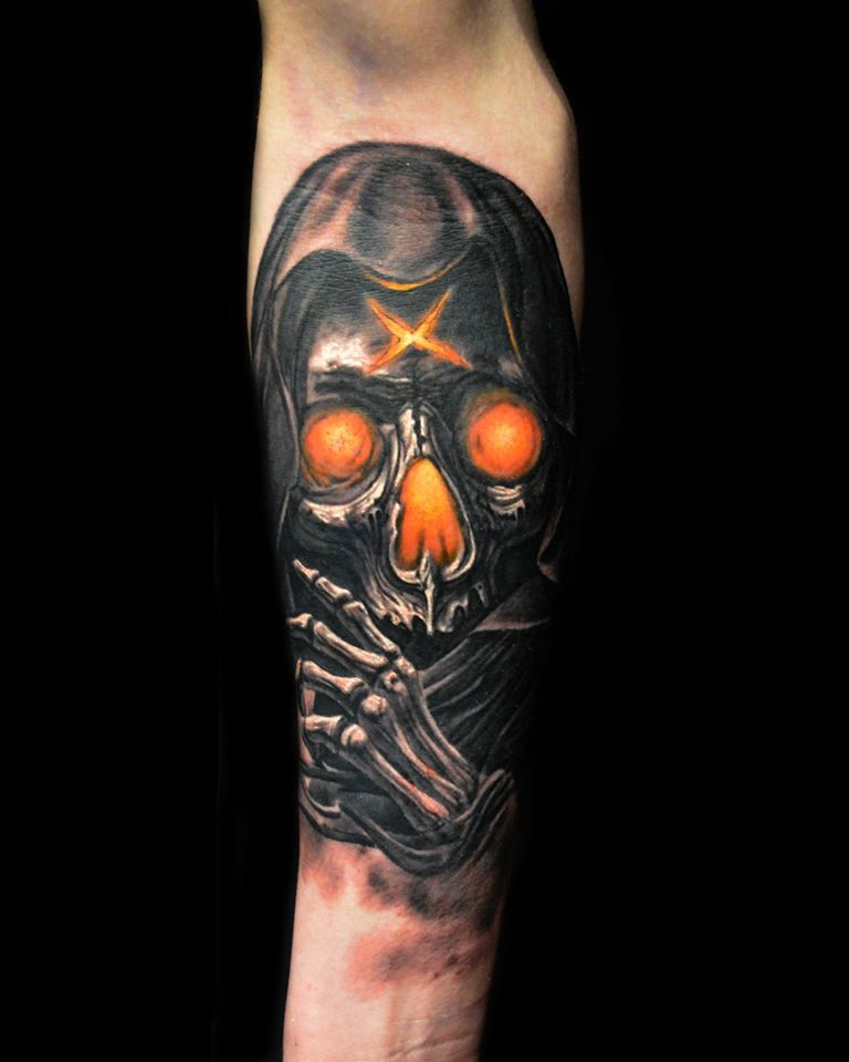 Attractive Skull Tattoo On Right Forearm By Hokowhitu Sciascia