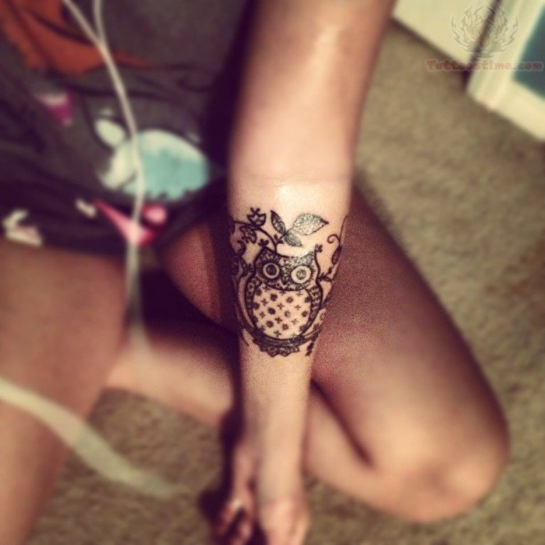 Wonderful Henna Owl Tattoo Design For Wrist