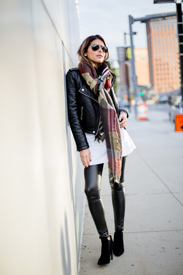 dares-to-wear-leather-on-leather-in-a-badass-leggings-and-jacket-combo.