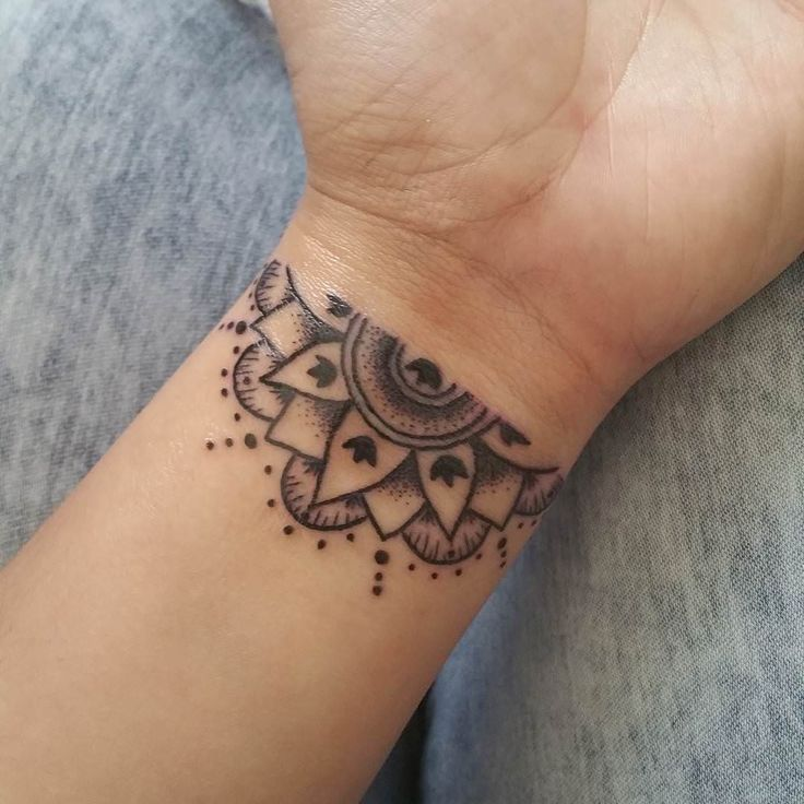 Cool geometrical look tattoo design on wrist for everyone