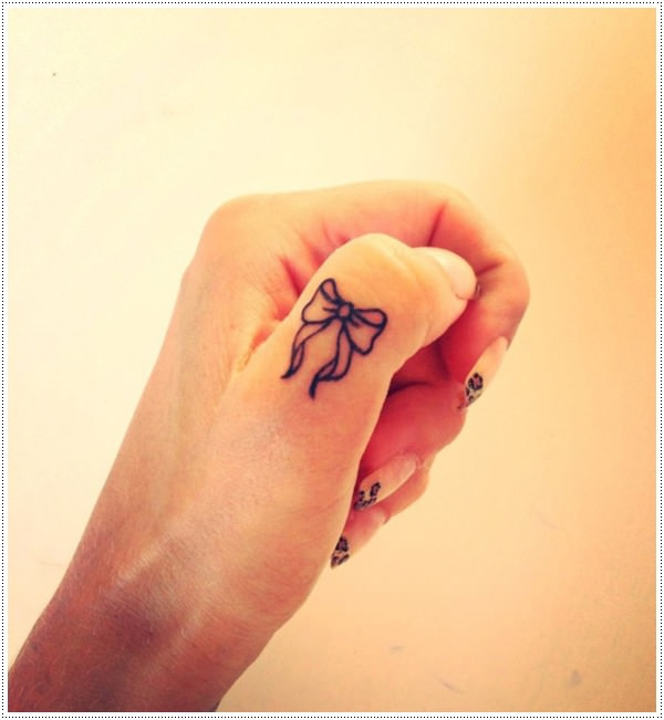 Cute small knot tattoo on thumb to beautify hand