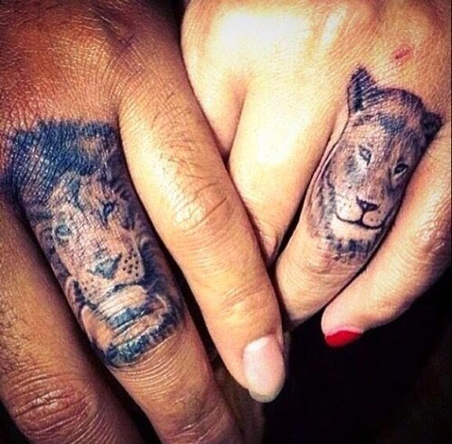 Creative lion tattoo on finger