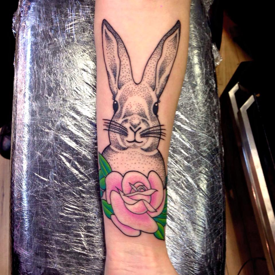 cool alice tattoo with pink floer for girls