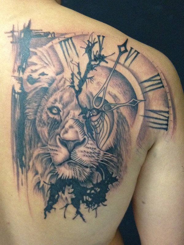 dreadful lion tattoo on back shoulder