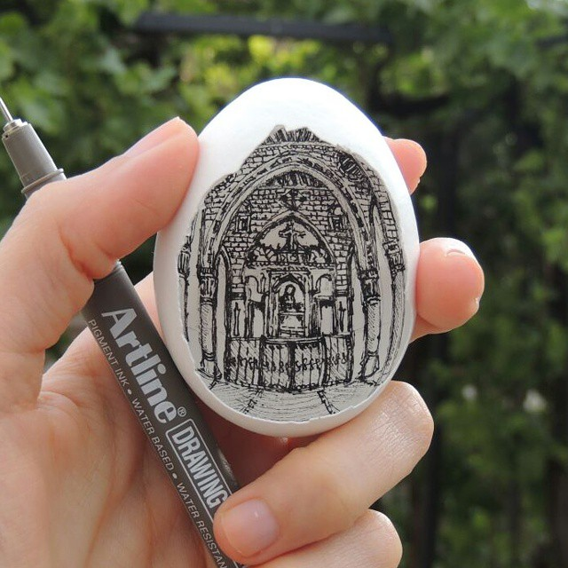 Delicate way to draw on eggshell