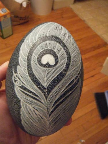 Feather carving on eggshell