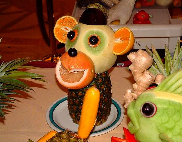 funny fruit and vegetable carving (22)